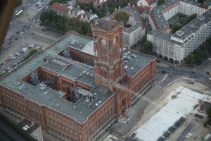 Rotes Rathaus visto dalla torre della televisione.
