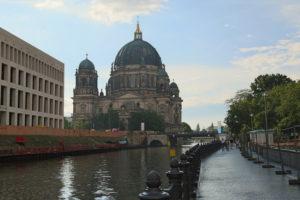 Sullo sfondo il Berliner Dom