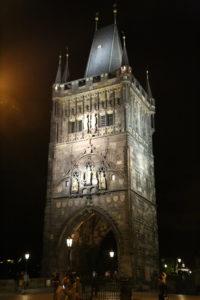 La Torre Vecchia all'ingresso di ponte Carlo.