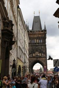 La torre d'ingresso a ponte Carlo.