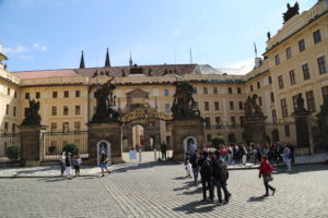 L'ingresso al Castello.