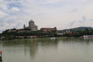 Esztergom, Cattedrale di Nostra Signora e di Sant'Adalberto vista dalla Slovacchia.