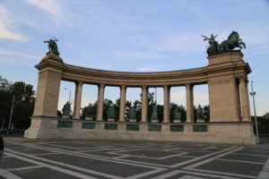 Piazza degli Eroi.