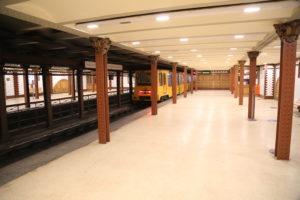 Interno di una stazione della linea 1 del metrò.