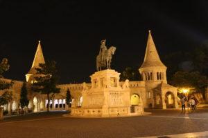Il Bastione dei Pescatori e Statua di Stefano I d'Ungheria.