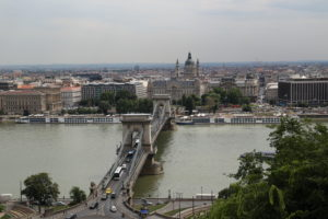 Ponte delle Catene Basilica di Santo Stefano viste dal Castello.
