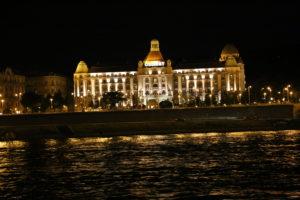 In crociera sul Danubio di notte.