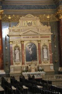 Basilica di Santo Stefano, interno.