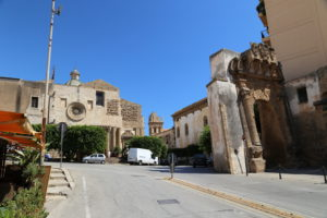 Sciacca (AG) - Porta San Salvatore e Chiesa del Carmine.