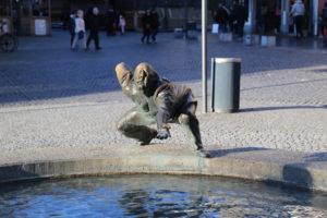 """Brunnen """"Kreislauf des Geldes"""""""