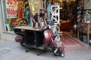 Gürzenichstraße, Negozio di mobili Schwarzer Elefant.