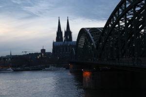 Il Reno, la Cattedrale di Colonia e ponte Hohenzollern.