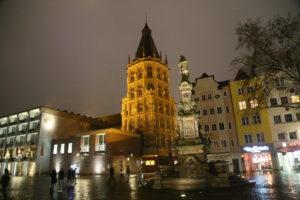 Piazza del Vecchio Mercato e Torre del Municipio.
