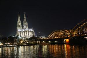 La Cattedrale di Colonia e ponte Hohenzollern.