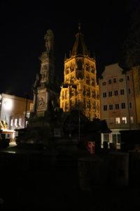 Piazza del Vecchi Mercato e Torre del Municipio.