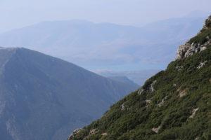 Da Kalambaka a Delfi. - Sullo sfondo Itea e il Golfo di Corinto.