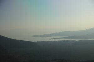 Itea (Grecia) e il mare Ionio visti da Delfi.