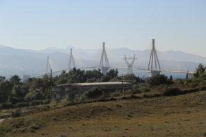 Ponte Rion-Antirion sullo stretto tra il Golfo di Corinto e il Golfo di Patrasso.