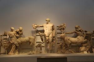 Il Museo Archeologico - Tempio di Zeus, frontone Ovest.