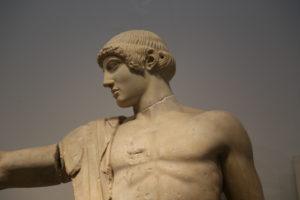 Il Museo Archeologico - Tempio di Zeus, frontone Ovest. Statua di Apollo.