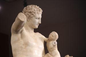 Il Museo Archeologico - L'Ermes di Prassitele - Il famoso profilo Greco.