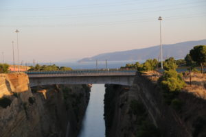 Il Canale di Corinto. In fondo il Mar Egeo.