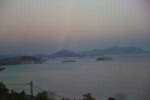 Il Mar Egeo e l'isola di Salamina.