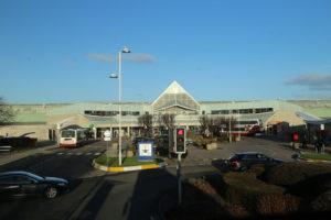 Centro commerciale lungo il percorso Aerporto - Città di Edimburgo.